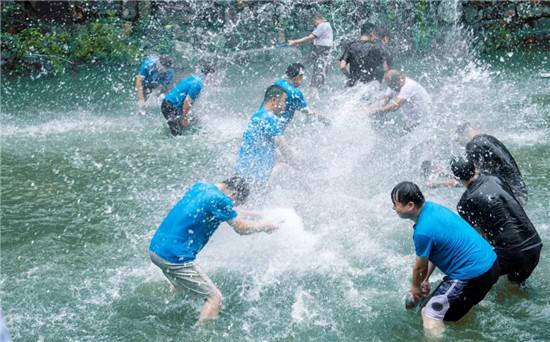 点燃夏日激情丨2020·洛阳龙潭大峡谷景区首届星空帐篷音乐节盛大开幕!